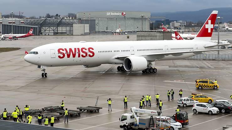 Der Swiss-Gewinn ist im Steigflug auch dank der neuen Langstreckenflieger Boeing 777. (Archiv)