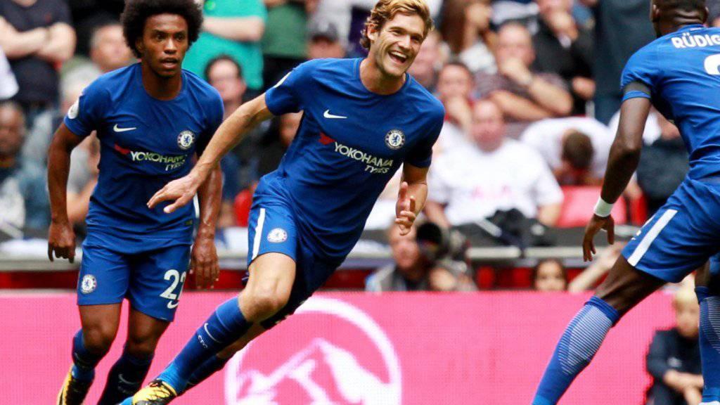Marcos Alonso von Chelsea jubelt über den ersten seiner zwei Treffer im Derby gegen Tottenham
