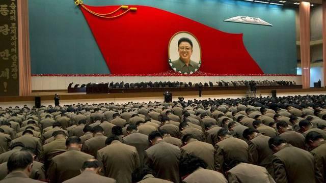 Ehrbekundung für den verstorbenen Machthaber Kim Jong Il