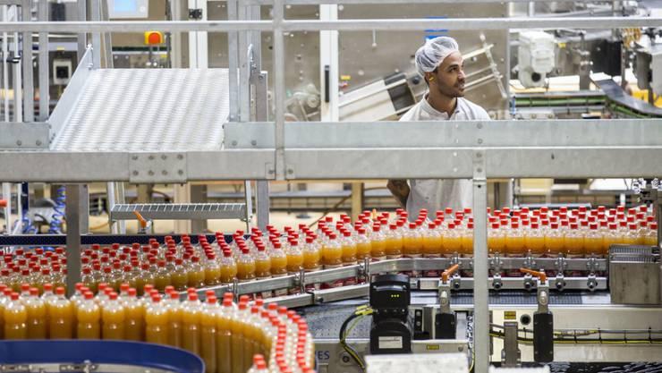 Produktion trotz  Obsternte gesteigert. Abfüllbetrieb der Ramseier in Oberkirch LU.