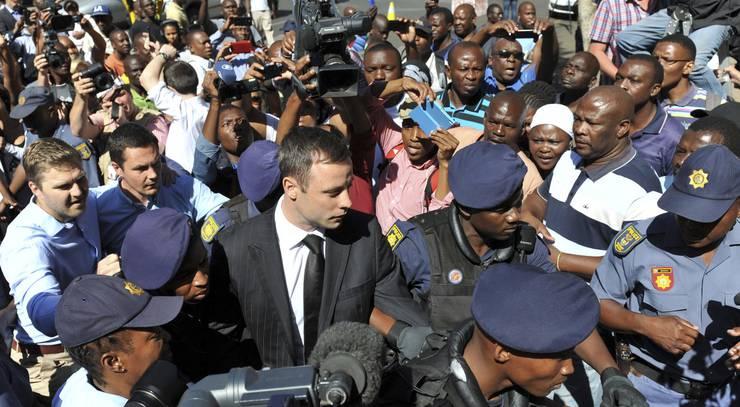 Oscar Pistorius kommt beim Gericht an: Er wurde zu fünf Jahren Haft verurteilt.