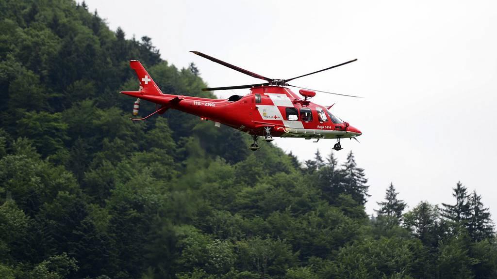 Zur Bergung des Verletzten wurde ein Helikopter der Rega aufgeboten. (Archivbild)