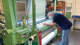 Die Jakob Müller AG produziert derzeit auf eigenen Maschinen Gesichtsmasken.
