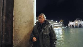 """""""Unauslöschliche Spuren"""": Venedigs Bürgermeister Luigi Brugnaro in der überfluteten Stadt."""