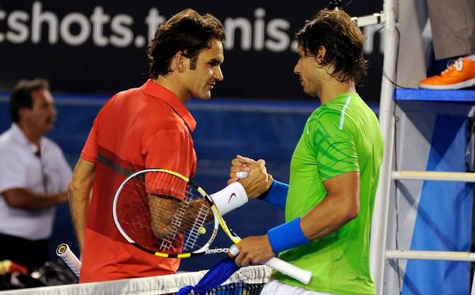2012: Halbfinal Australian Open: Nadal s. Federer 6:7 (5:7), 6:2 7:6 (7:5), 6:4 In den Viertelfinals spielt Federer gegen Juan Martin Del Potro «wie von einem anderen Stern», wie Lleyton Hewitt sagt. «Niemand in der Garderobe konnte sich vorstellen, dass jemand gegen Roger gewinnen kann.» Nadal kann. Er gewinnt das achte von zehn Grand-Slam-Duellen gegen Federer, der zuvor 24 Spiele in Folge gewonnen hatte und dabei in Basel, Paris-Bercy und die World Tour Finals den Titel holte. Federer: «Es scheint fast, dass Rafa gegen mich besser spielt als gegen andere.»