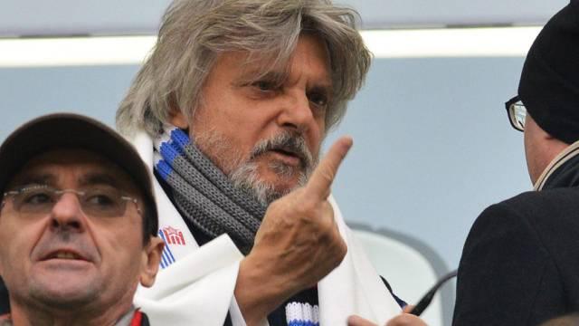 Sampdoria-Präsident Massimo Ferrero spricht auch mit dem Finger...