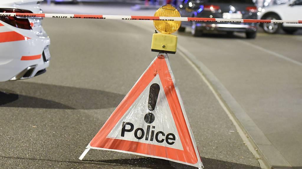 Mann wird von Schüssen aus Polizeiwaffe tödlich verletzt
