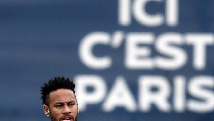 Neymar, der wohl vor einer Rückkehr zu Barcelona steht, spielt einen Mönch