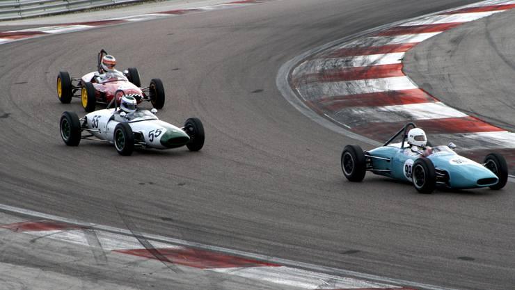 Bruno Weibel (hinten) musste sich nur dem vordersten Fahrer (Tonetti) und dem in der Mitte fahrenden Rossi di Montelera geschlagen geben.