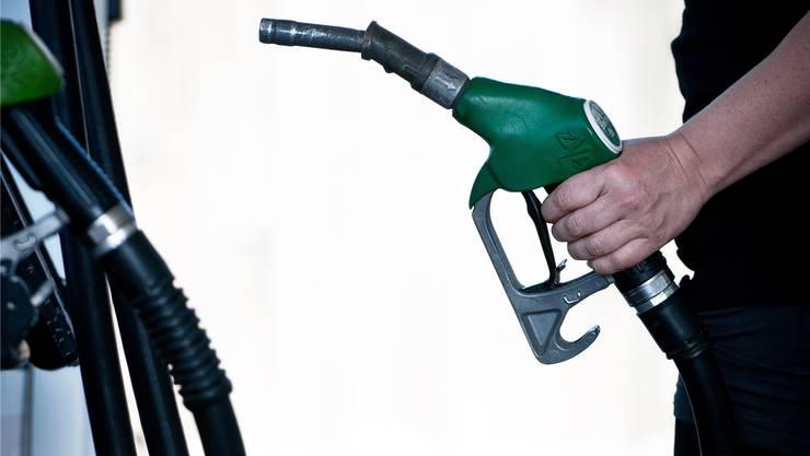 Bis zu 50 Prozent Einbussen verzeichnen die Tankstellen im Fricktal wegen der Frankenstärke. AZ Archiv