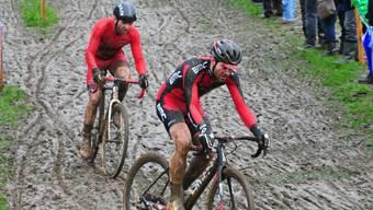 In der Startphase der Querfeldein-Schweizermeisterschaft war Florian Vogel (links) mit Lars Forster in Tuchfühlung. Am Schluss holte sich Forster den Meistertitel und Vogel wurde als bester Aargauer Siebter.