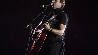 Hoffentlich bleibts jetzt dabei: Der britische Sänger James Blunt hat seine Tour wegen der Coronakrise erneut verschieben müssen.