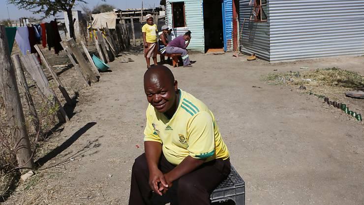 Metallbehausung im südafrikanischen Marikana: Die Menschenrechtsorganisation Amnesty International wirft dem Minenbetreiber Lonmin vor, Häuser für tausende Minenarbeiter nicht wie versprochen bereitgestellt zu haben. (Archivbild)