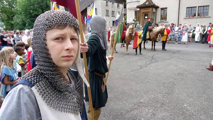 Hoch zu Pferd ritt Graf Rudolf von Habsburg in sein Lehensgebiet Beriwillare.