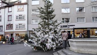 Der Wunschbaum auf dem Rümelinsplatz in Basel.