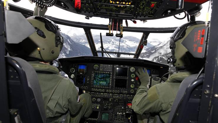 Die Armee bezieht rund um Davos Stellung – zum Beispiel mit Helikoptern.