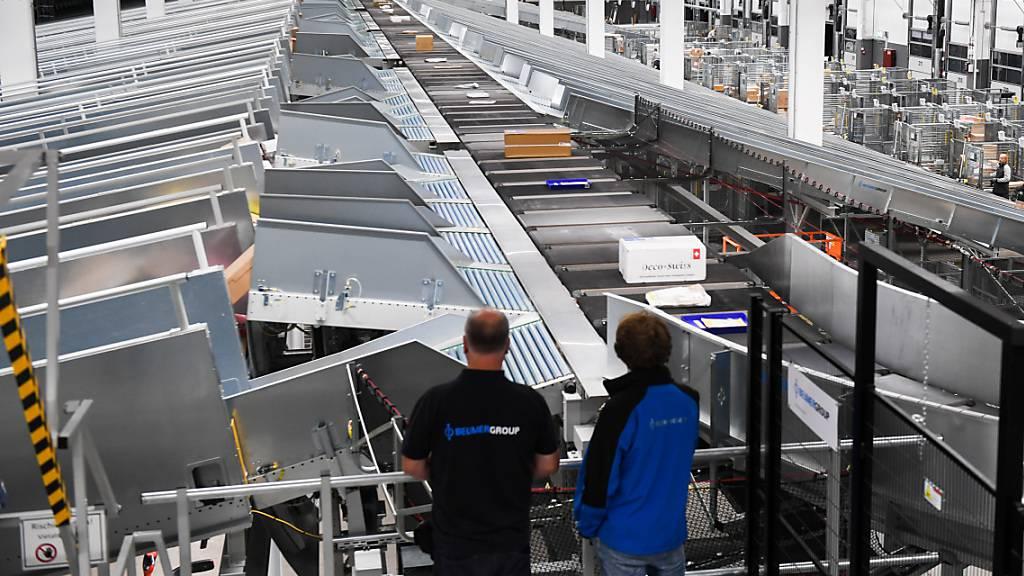 Post eröffnet erstes regionales Paketzentrum in Cadenazzo