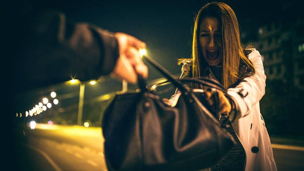 In Bregenz versuchte ein Mann einer 20-Jährigen die Handtasche zu entreissen
