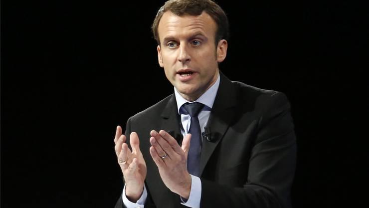Ex-Wirtschaftsminister Emmanuel Macron holt in den Umfragen auf. EPA/Key