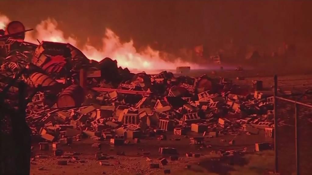Hier fallen 45'000 Whiskey-Fässer den Flammen zum Opfer