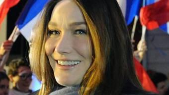 Carla Bruni ist auch bei linken Politikern beliebt (Archiv)
