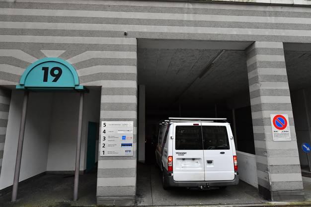 Bei dieser Einfahrt handelt es sich um die Zufahrt zur Post.