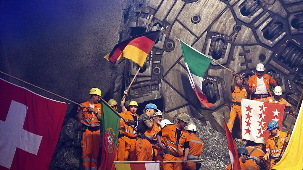 Die Mineure im Gotthardbasistunnel hatten bereits am 23. März 2011 Grund zum Feiern. Anlass war der Hauptdurchschlag in der 57 Kilometer langen Weströhre bei Sedrun GR.