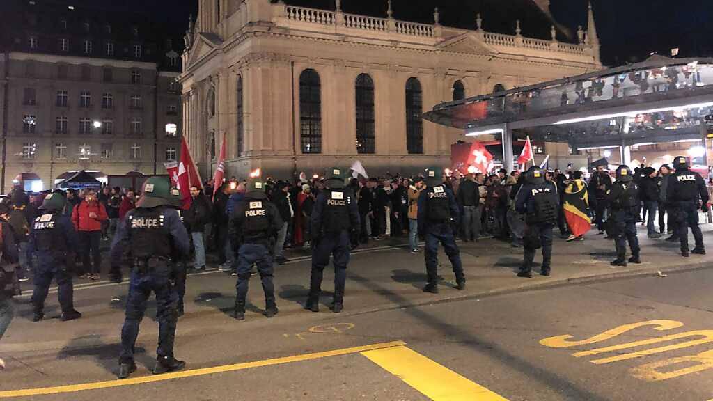Wieder unbewilligte Demo von Massnahmen-Gegnern in Bern