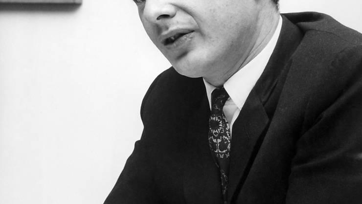 ARCHIV - Der damalige Manager der britischen Popgruppe The Beatles, Brian Samuel Epstein. Das Leben des legendären Beatles-Managers Brian Epstein, der die «Fab Four» 1961 berühmt machte, wird verfilmt. Foto: UPI/dpa