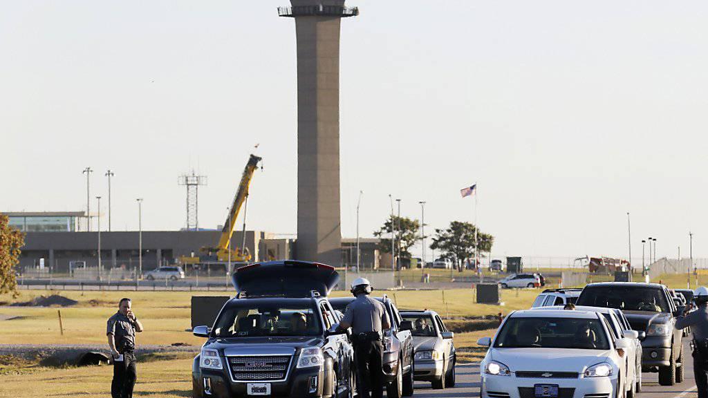 Zwei Menschen sterben bei einem Vorfall am Flughafen von Oklahoma City. Mittlerweile ist der Airport wieder offen.
