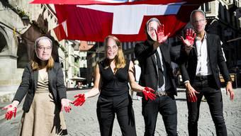 «Konzernverantwortung »und «Kriegsmaterial »- die Initianten der Initiativen kämpfen mit emotionalen Bildern für ihre Sache. Am Sonntag sagen die Stimmbürgerinnen und Stimmbürger, was sie davon halten.