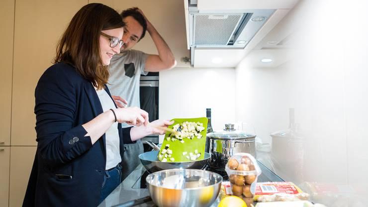 In der Küche ist alles vorhanden, was man für ein gemütliches Nachtessen braucht.