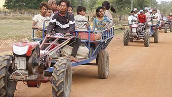 Menschen in Kambodscha fliehen aus ihren Dörfern in der Provinz Oddar Meanchey