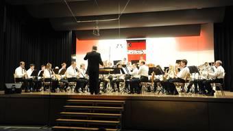 Die MG Deitingen unter der Leitung von Roger Siegenthaler forderte auch das Publikum zum Mitsingen auf.