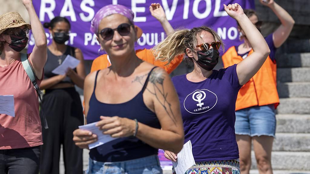 Protest gegen aus ihrer Sicht zu mildes Vergewaltigungsurteil in Basel: Frauen am Samstag in Lausanne.