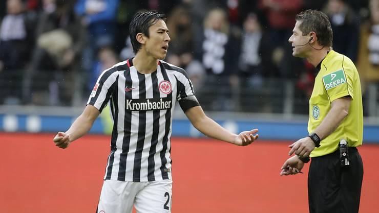 Für Makoto Hasebe ist die Bundesliga-Saison 2016/17 nach einer Knieoperation vorbei