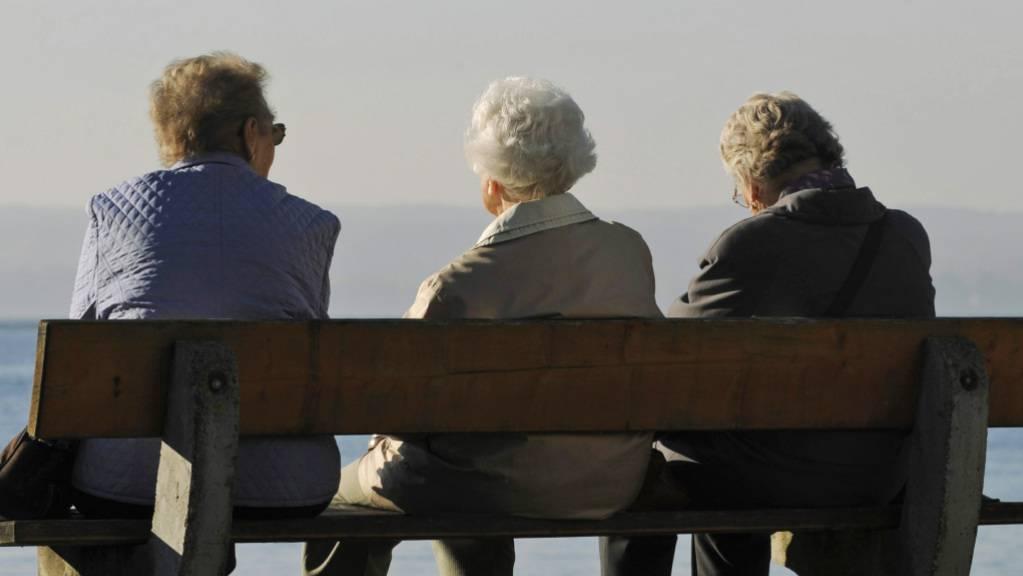 Wie soll den Frauen das höhere Rentenalter 65 finanziell ausgeglichen werden? Mit dieser Frage befasst sich am Dienstag der Ständerat. (Themenbild)