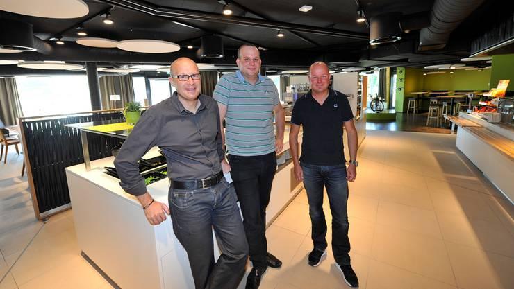 Von links: John Traub, Betriebsleiter Markus Mehr und Peter Traub.