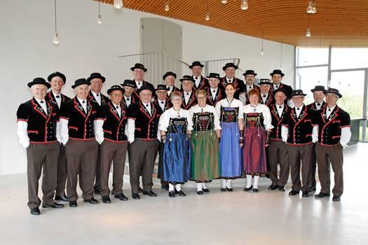 Der Jodlerclub «Echo vom Lindenberg» Boswil im Foyer der alten Kirche in Boswil