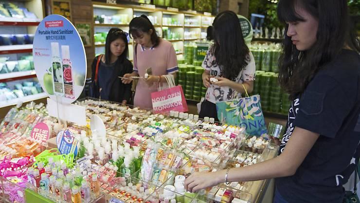 Chinas Regierung will die Chinesinnen dazu bringen, Schminke und Pflegeprodukte im In- statt im Ausland einzukaufen. Deshalb senkt sie die Konsumsteuer auf Kosmetikprodukte. (Symbolbild)