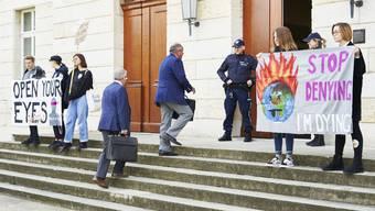 Jugendliche demonstrierten am 7. Mai vor dem Aargauer Grossratsgebäude für mehr Klimaschutz.