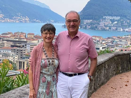 Kurzferien im Tessin: Tourismusminister Parmelin (mit Ehefrau Caroline) am Luganersee.