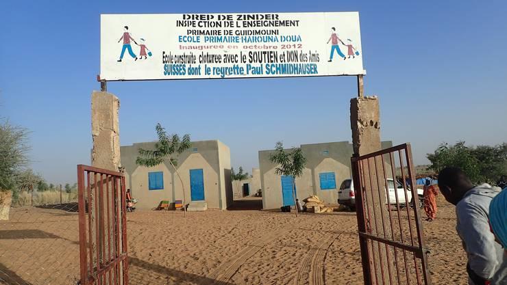 Eingangstor zur Primarschule Bouara, die von der reformierten Kirchgemeinde Umiken unterstützt wird.