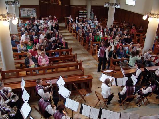 Gegenseitige Vorstellrunde in der reformierten Kirche Birmensdorf