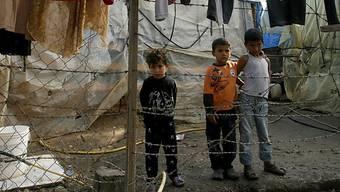 Syrische Flüchtlingskinder in einem Flüchtlingslager im Libanon (Archiv)
