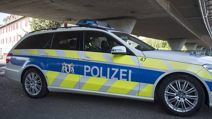 Passanten riefen nach der Unfallfahrt der 79-Jährigen die Polizei. (Symbolbild)