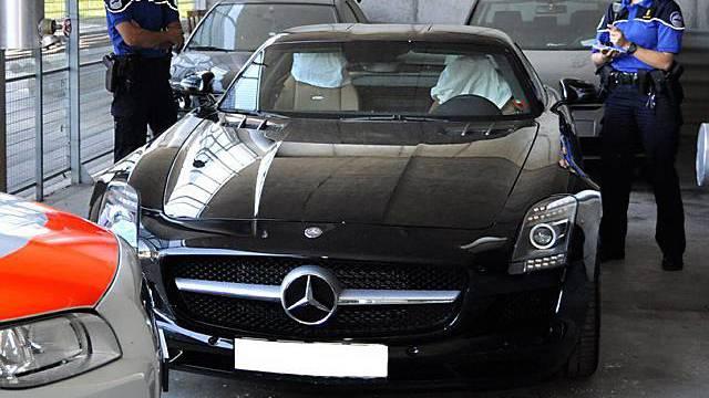 Der Mercedes wurde von der Kantonspolizei Freiburg beschlagnahmt