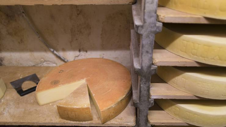 Teuer und dennoch nachgefragt: Schweizer Sortenkäse wie etwa Gruyère. (Archivbild)