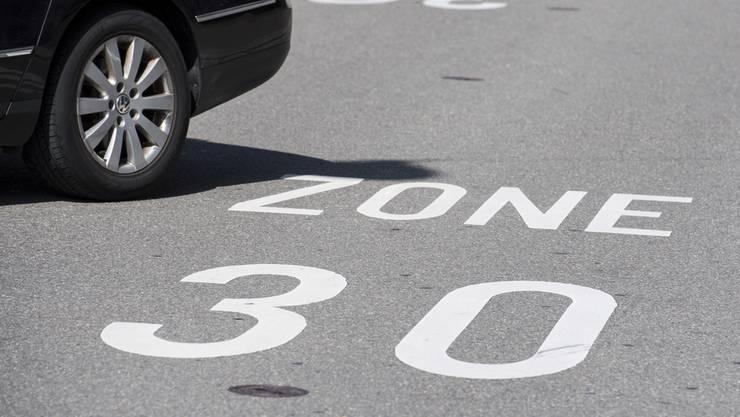 Die Petitionäre haben die Hoffnung, dass auf der Hertensteinstrasse dereinst Tempo 30 gelten wird, noch nicht aufgegeben. (Archivbild)