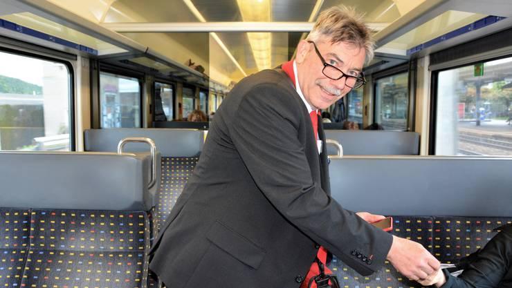 Pendeln als Beruf statt wegen des Berufs: Zugbegleiter Heinz Hunziker hat für seine Passagiere stets ein freundliches Lächeln parat.